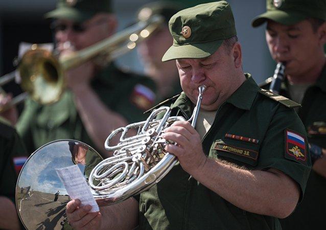 Un musicista della banda militare russa