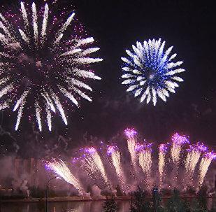 Fuochi d'artificio al Festival a Mosca