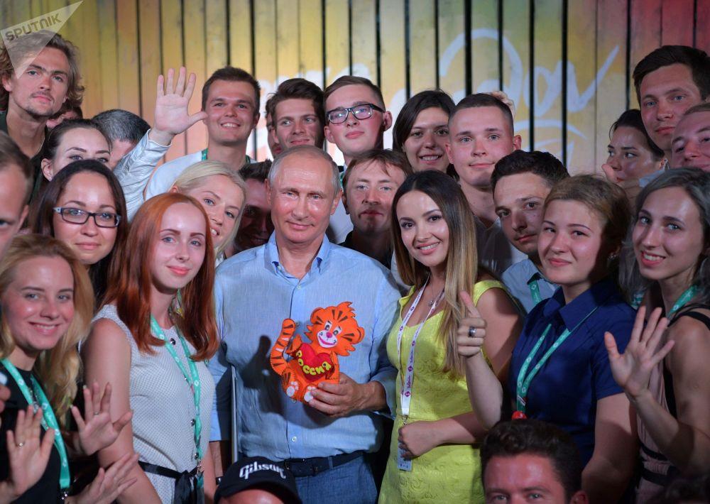 Il presidente russo Vladimir Putin al forum di formazione giovanile Tavrida.