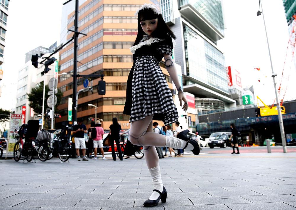 Lulu Hashimoto, la prima bambola modella vivente, Tokyo, Giappone.
