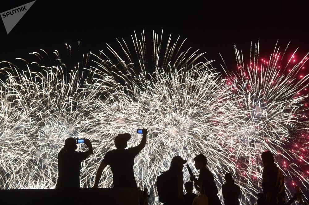 Il Festival dei Fuochi d'artificio internazionale Rostec a Mosca.