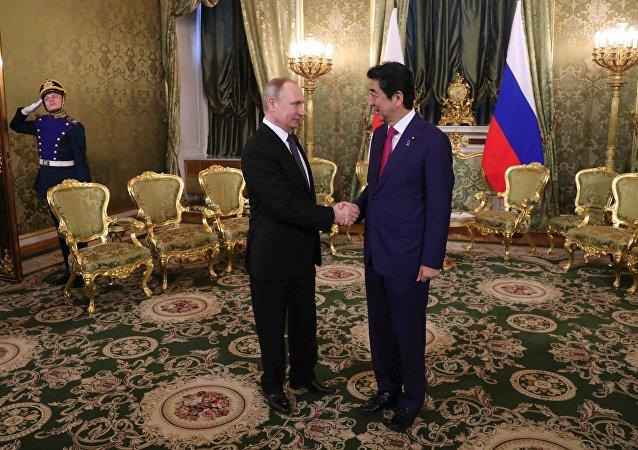 Vladimir Putin e Shinzo Abe