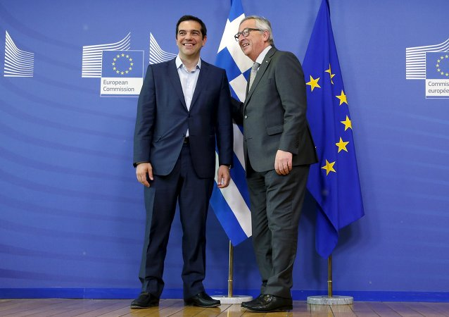 Il primo ministro Alexis Tsipras con il presidente della Commissione Europea Jean-Claude Juncker