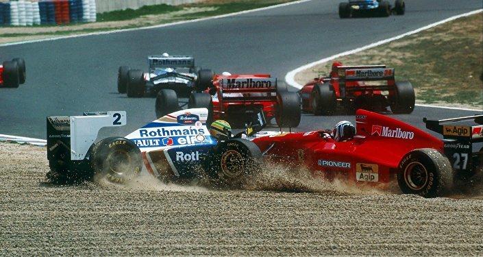 Un incidente tra Ayrton Senna ed una Ferrari