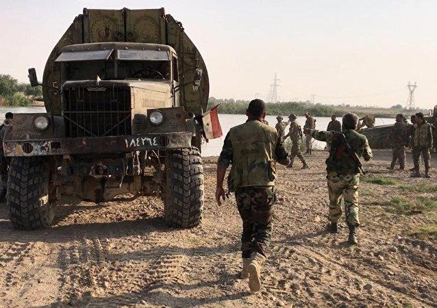 L'esercito siriano ha forzato l'Eufrate vicino Deir ez-zor