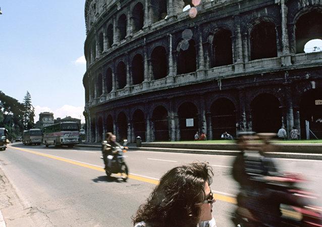 Motociclisti al Colosseo