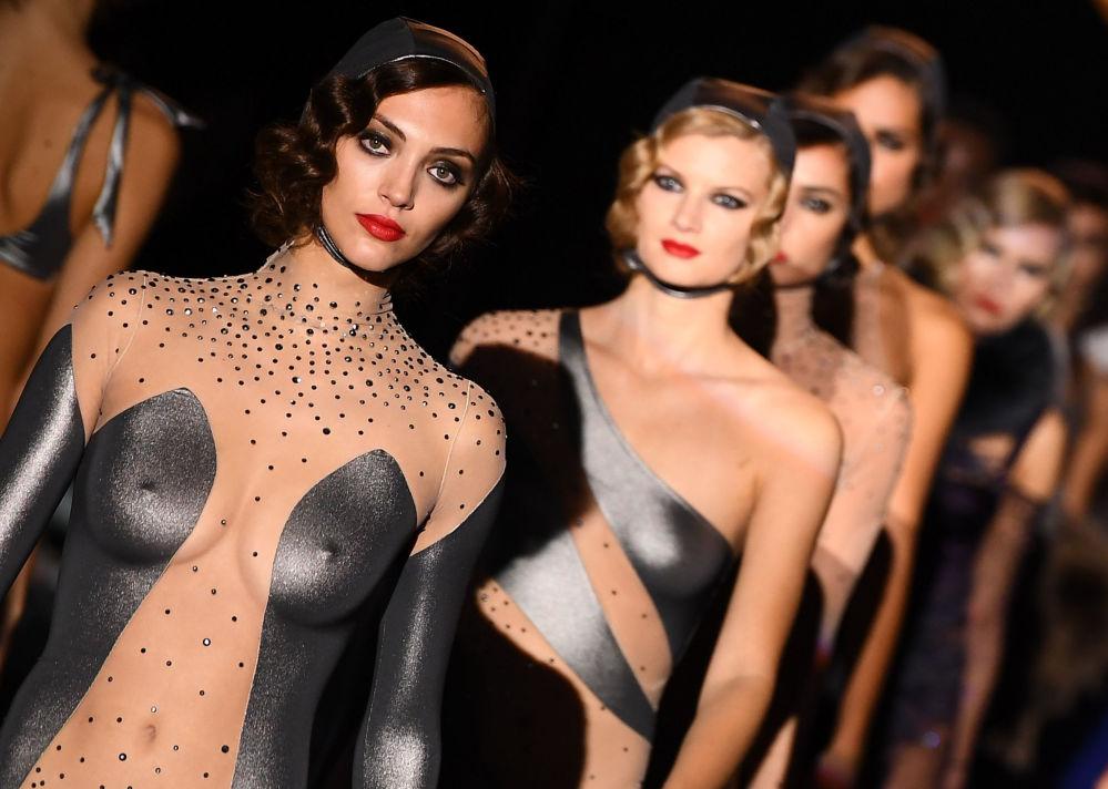 Le modelle del brend Andres Sarda alla Madrid Fashion Week.