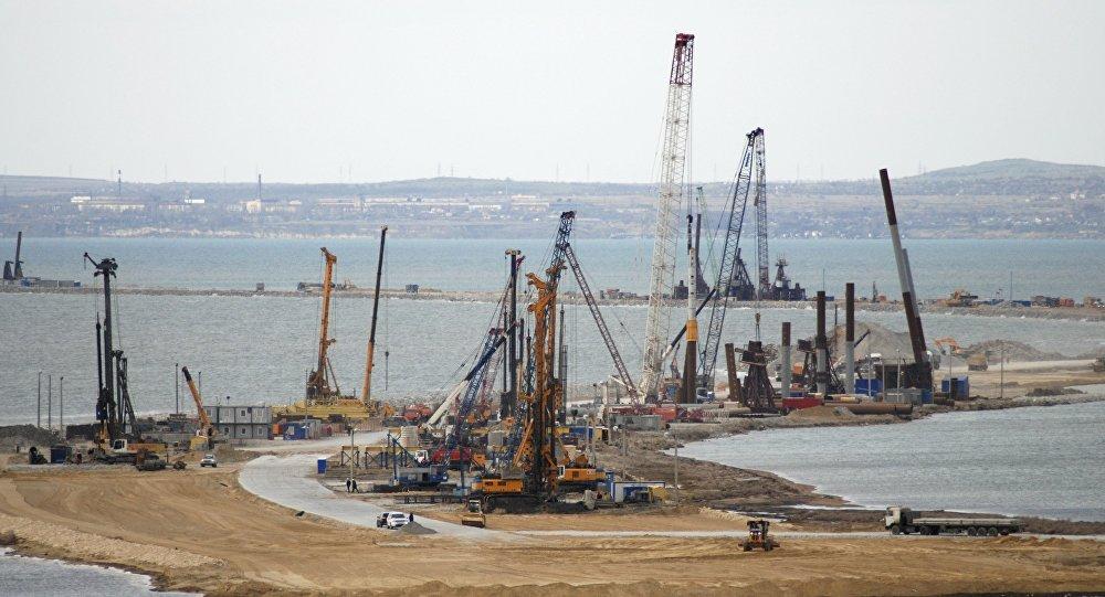 La costruzione del ponte della Crimea