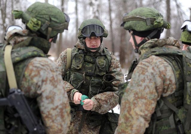 Militari russi con equipaggiamenti Ratnik