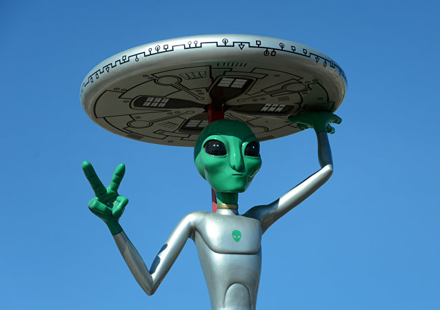Scultura di extraterrestre in California