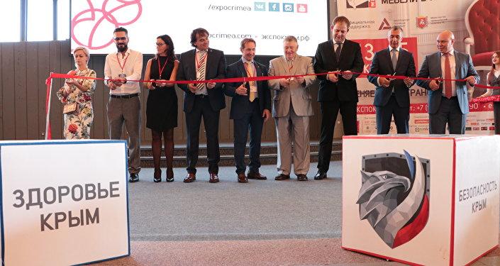 """Inaugurazione """"Salone internazionale del mobile"""" a Yalta"""