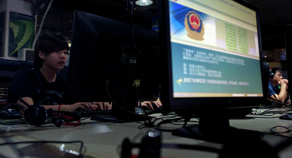 Annuncio della polizia cinese in internet café