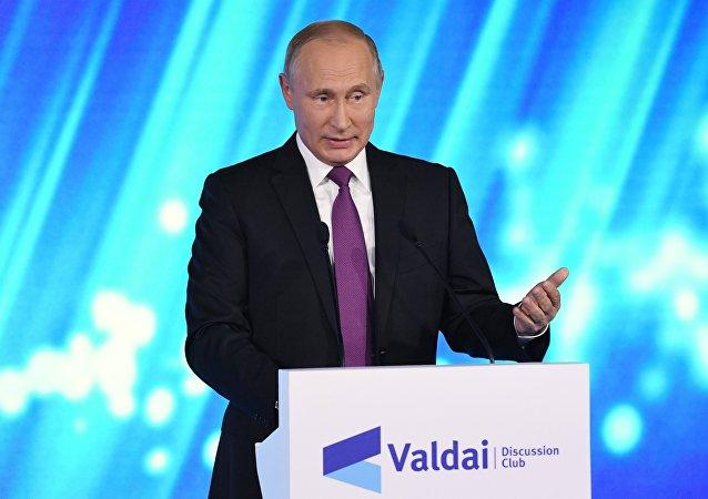 Vladimir Putin alla sessione plenaria del Forum Valdai