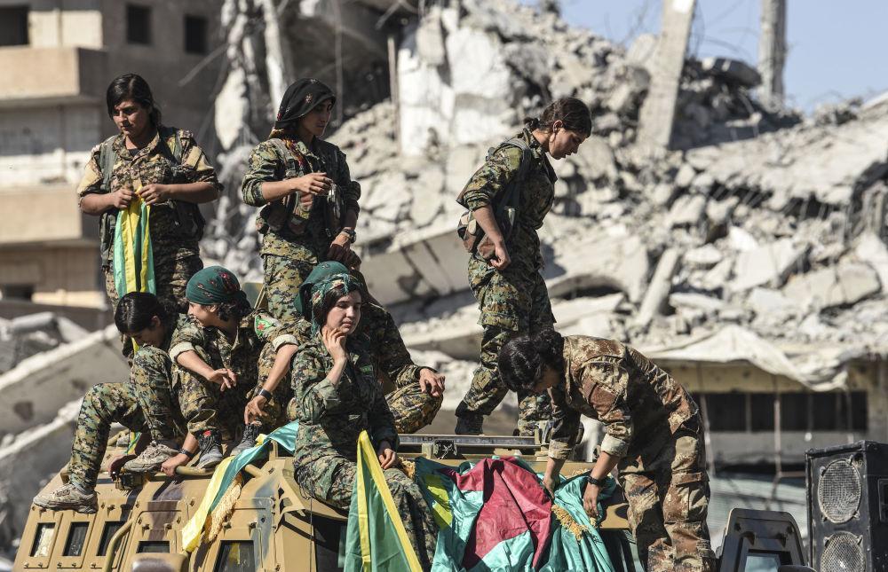 Le combattenti curde che hanno liberato Raqqa