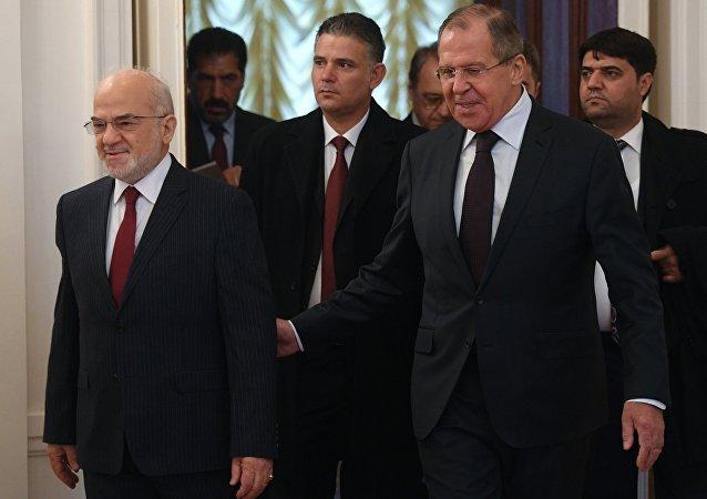 Il ministro degli Esteri iracheno Ibrahim Jaafari e il ministro degli Esteri russo Sergey Lavrov