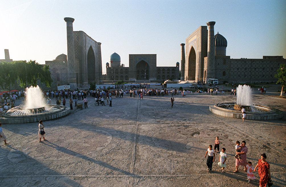 Samarcanda, il Registan fotografato nell'estate del 1989
