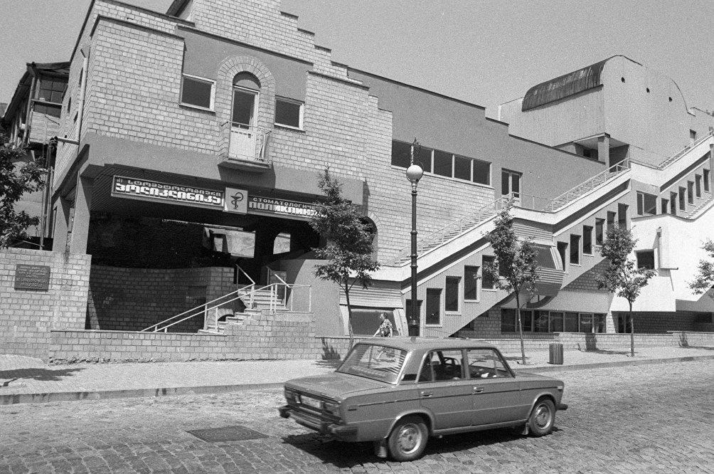 Una strada di Tblisi fotografata nella primavera del 1989