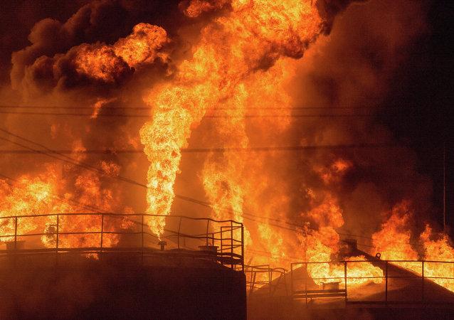 Incendio impianto stoccaggio e raffinazione petrolio, regione di Kiev - Ucraina