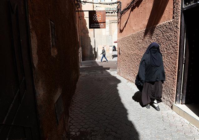 Donna araba indossa niqab