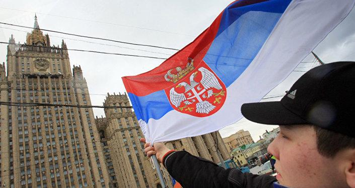 La bandiera della Serbia