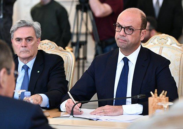 Alfano e l'ambasciatore Ragaglini