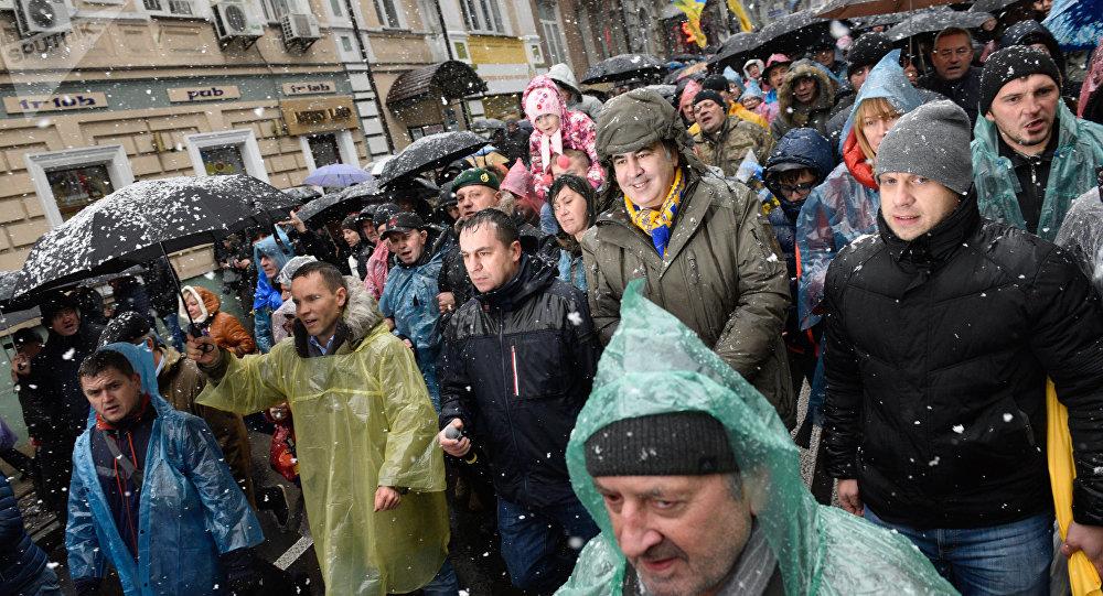 A centro Kiev marcia per l'impeachment di Poroshenko