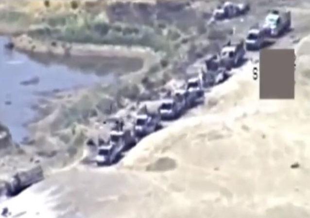 Convoglio dell'ISIS in fuga da Abu Kamal