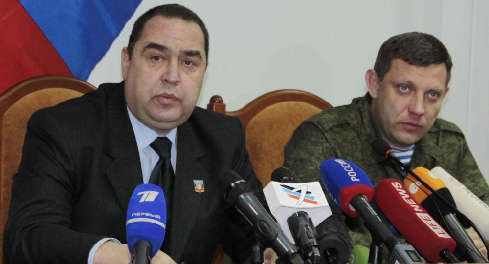 Alexander Zakharchenko(a destra) e Igor Plotnitsky, leader rispettivamente delle autoproclamate repubbliche popolari di Donetsk e Lugansk