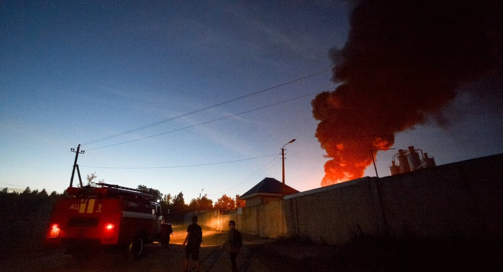 Nube fumo da deposito petrolifero nella regione di Kiev