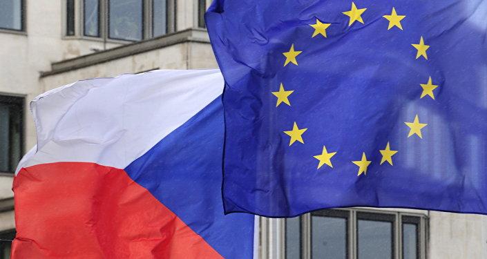 Bandiere dell'Ue e della Repubblica Ceca