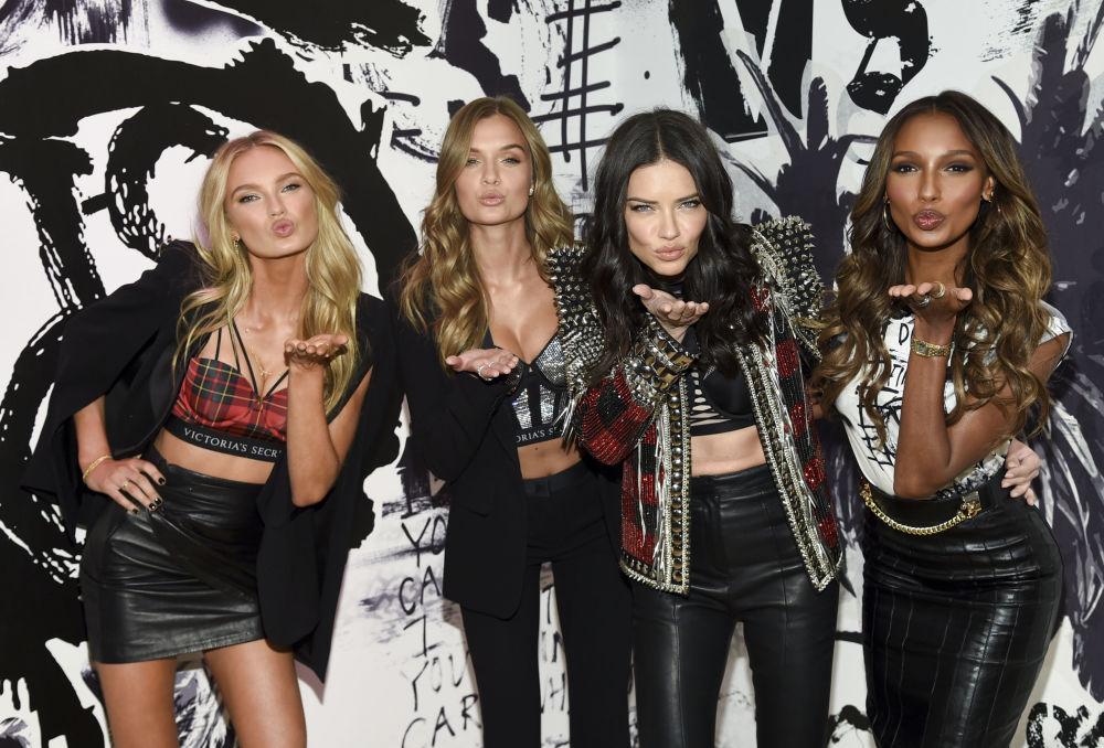 Le angeli di Victoria's Secret Romee Strijd, Josephine Skriver, Adriana Lima and Jasmine Tookes.