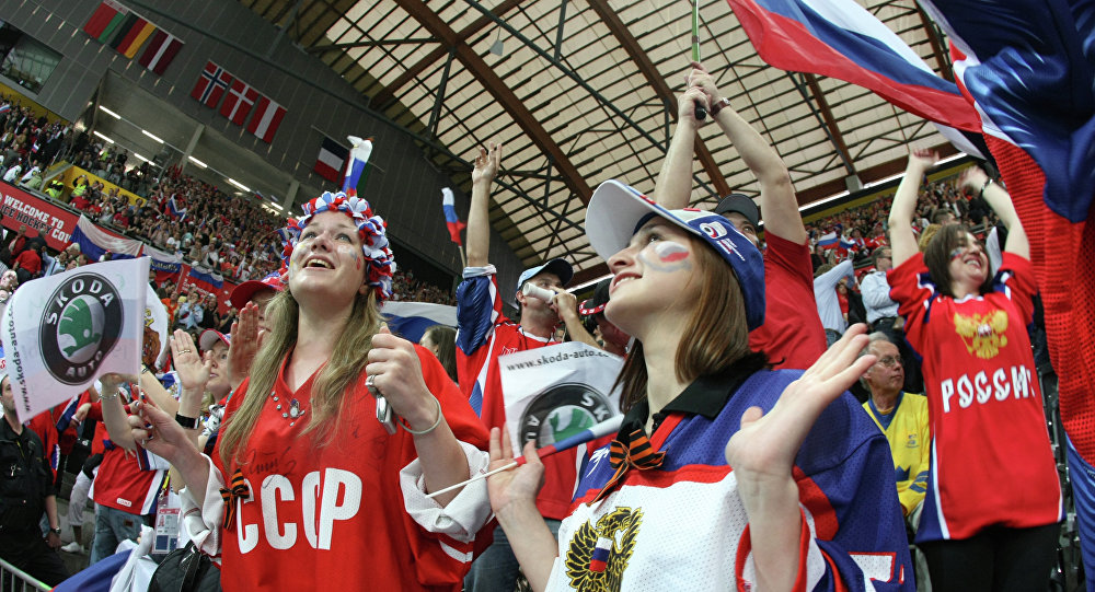 Tifosi russi durante partita di hockey (foto d'archivio)
