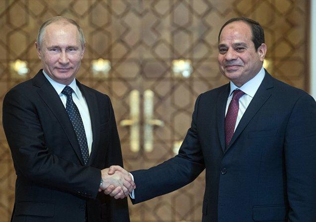 L'incontro del presidente russo Vladimir Putin con il suo omologo egiziano Abd al-Fattah al-Sisi