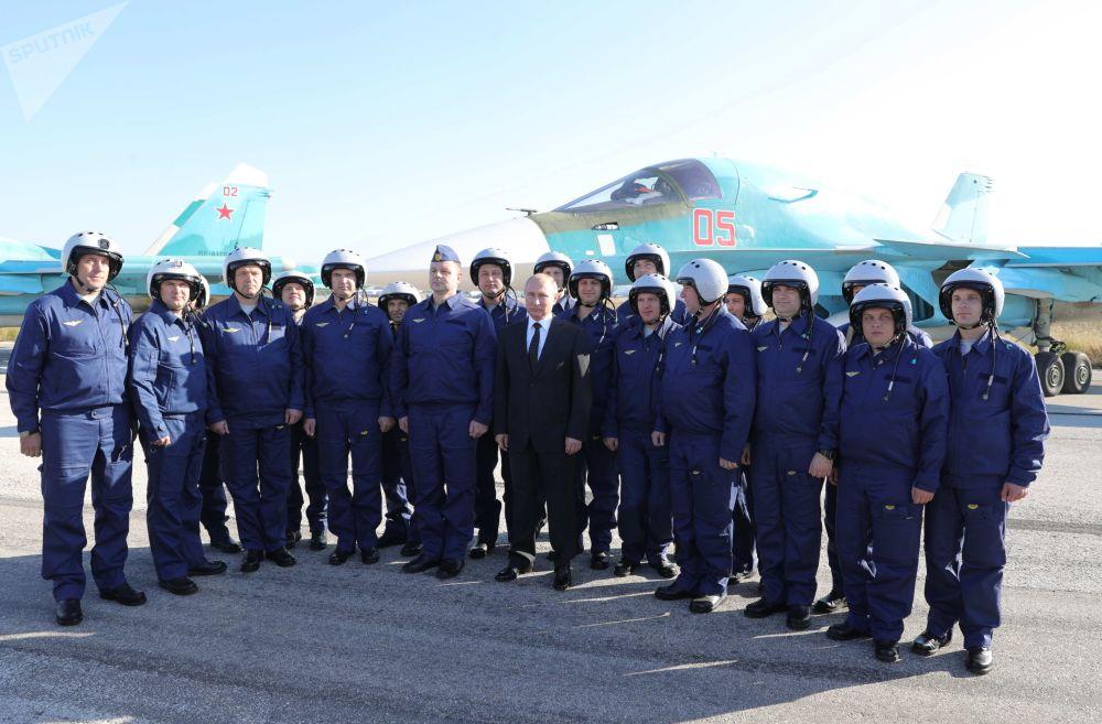 Putin nella base di Hmeymim in Siria