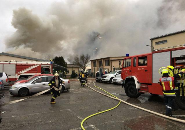 Pompieri al lavoro presso l'hub di gas a Baumgarten (Austria)