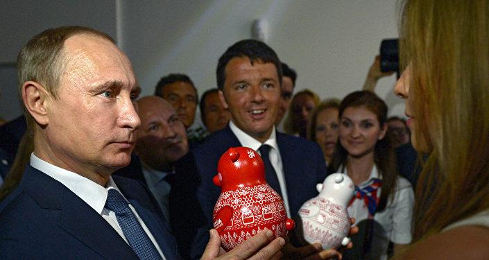 Putin e Renzi al padiglione russo di EXPO 2015