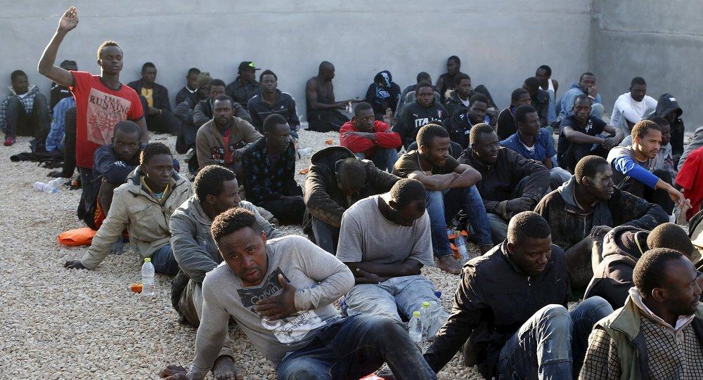 Migranti in un campo profughi (foto d'archivio)