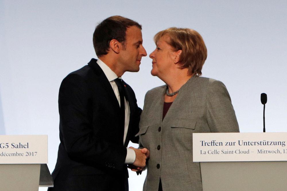 Il presidente francese Emmanuel Macron e la canceliera tedesca Angela Merkel.