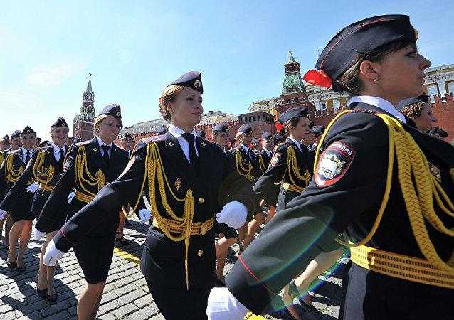 Donne poliziotto russe sulla Piazza Rossa