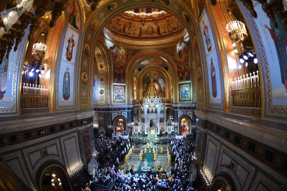 Il patriarca di Mosca e tutte le Russie Kirill conduce la Messa di Natale nella Cattedrale di Cristo Salvatore a Mosca.