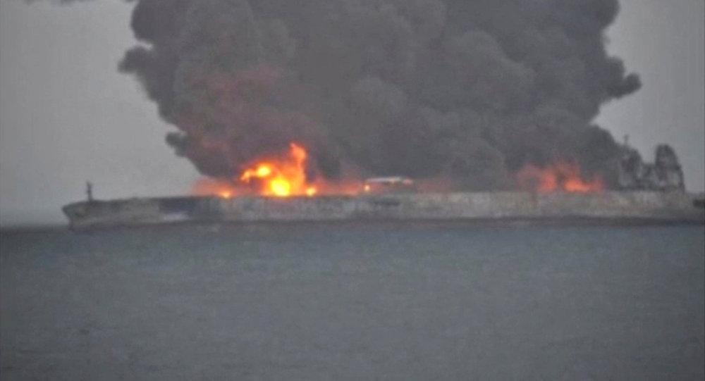 Mar cinese: petroliera iraniana in fiamme