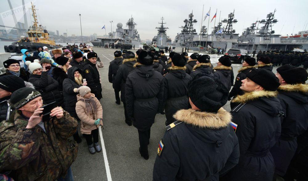 Navi della Flotta del Pacifico approdano a Vladivostok.