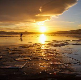 Il lago Bajkal d'inverno