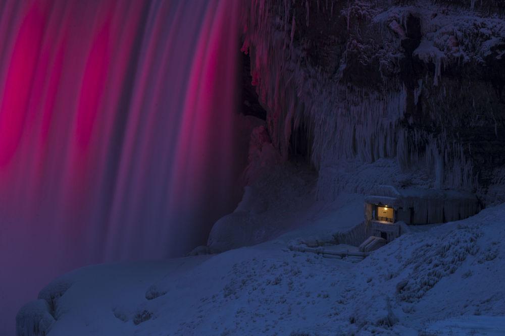 Al piede del Niagara.