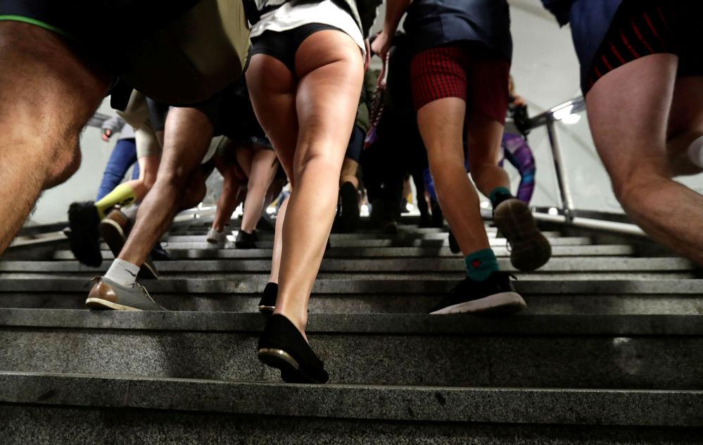 I partecipanti al No Pants Subway Ride a Praga, Repubblica Ceca.