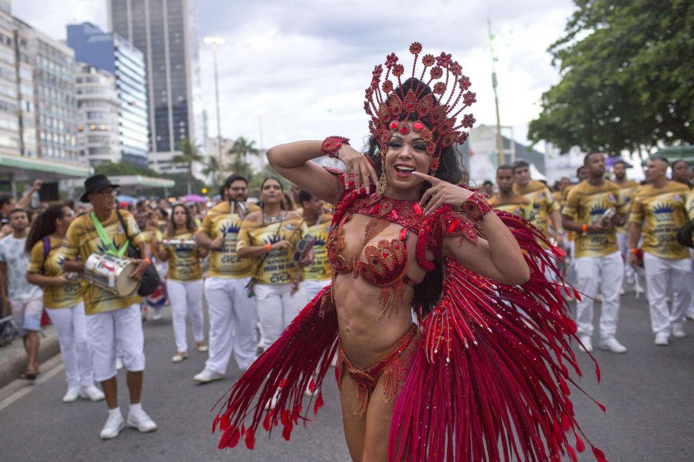 Una parata vicino alla spiaggia di Copacabana a Rio de Janeiro, Brasile.