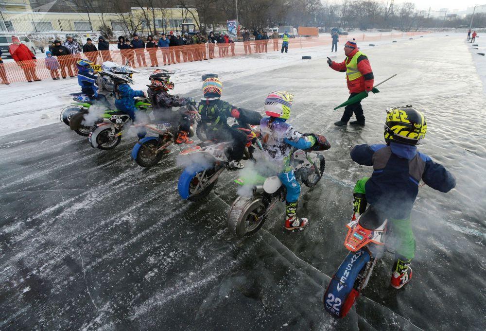 Motocross sul ghiaccio a Vladivostok