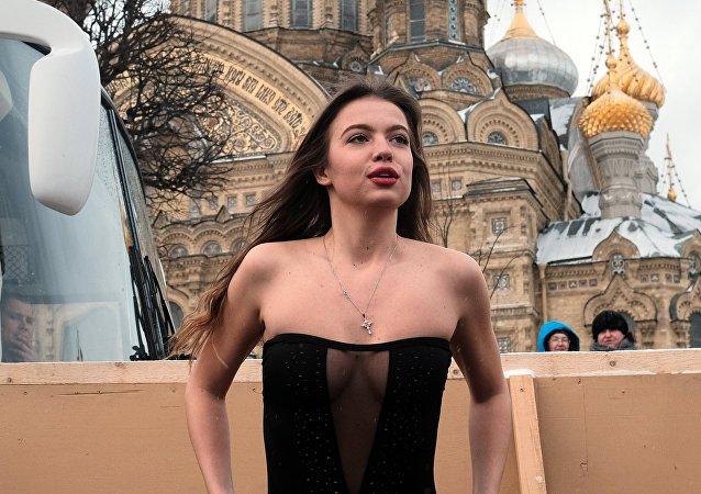 Una ragazza nel giorno dell'epifania ortodossa