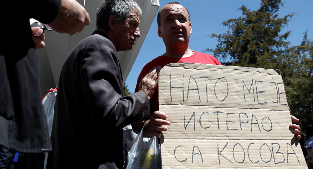 Cittadino serbo protesta contro la missione KFOR: La NATO mi ha cacciato dal Kosovo