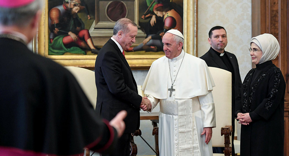 Pope Francis greets Turkish President Tayyip Erdogan and his wife Emine during a private audience at the Vatican, February 5, 2018
